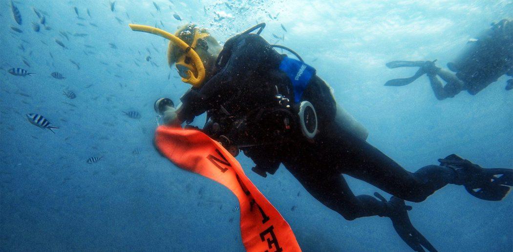 PADI Surface Marker Buoy Diver