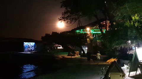 moonrise in puerto galera