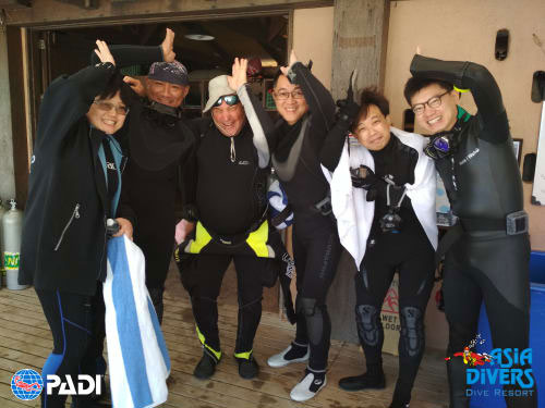 scuba divers from taiwan with asia divers puerto galera