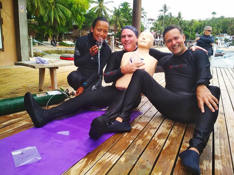 padi efr rescue diver course puerto galera philippines